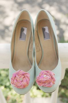 green wedding shoes with pink shoe clips