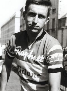 Tom Simpson: a life in pictures – Cycling Weekly – Sport is lifre Cycling Weekly, Pro Cycling, Cycling Jerseys, Tom Simpson, Velo Retro, Paris Tour, Bike Kit, Vintage Cycles, Bike Wear