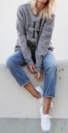 sweatshirt outfit ideas                                                                                                                                                                                 Más