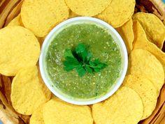 How to Make Homemade Vegan Salsa Verde: http://onegr.pl/1os00lJ