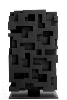 A.Lanore : Petite stèle - chêne calciné - 50x30x11cm (hors socle).