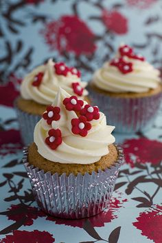 red blossom cupcakes WEB
