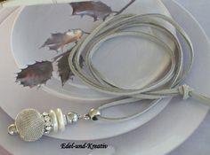 Lederkette+mit+Anhänger+Perlenscheiben+von+Schmuckfantasien+auf+DaWanda.com