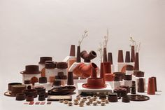 the red mud project creates ceramic tableware from industrial waste designboom Hudson Valley, Terracotta, Inflatable Furniture, Living Room Red, Royal College Of Art, Ceramic Tableware, Showcase Design, Design Process, Close Up