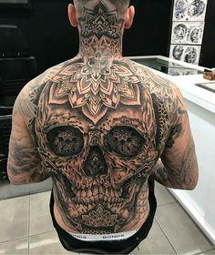 Rücken old school frases hombres hombres brazo ideas impresionantes japoneses pequeños tattoo Gangsta Tattoos, Dope Tattoos, Skull Tattoos, Trendy Tattoos, Body Art Tattoos, Men Tattoos, Tatoos, Mens Full Sleeve Tattoo, Full Body Tattoo