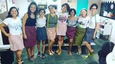 ... E o final do dia foi assim: mulheres vestindo saias que fizeram com as próprias mãos com muita arte graça idéias e risadas!).