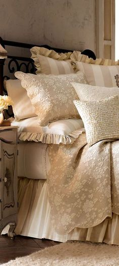 Pillows, Comforters and Quilts