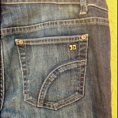"""Joe's jeans cropped Muse crop W28 jeans. They are a bit darker than first 3 pictures but not as dark as the last picture. 31"""" length 35.5 around the waist. Excellent condition! Joe's Jeans Jeans Ankle & Cropped"""