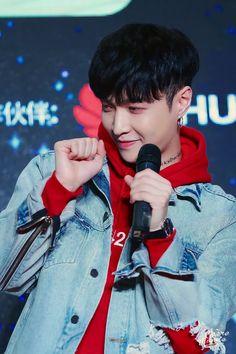 171029 #EXO #Yixing (#Lay) @Shenzhen fansign <3