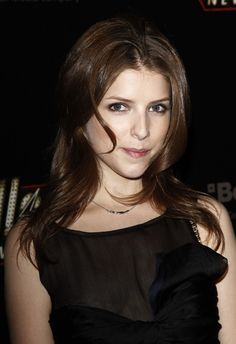 Anna Kendricks brunette, layered hairstyle