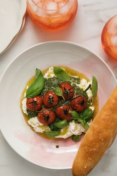 Bowl of Caprese Sald with Breadstick Mozzarella Caprese, Caprese Salad, Steak Dishes, Slow Roasted Tomatoes, Eggplant Dishes, Dessert Salads, Cozy Kitchen, How To Make Salad, Easy Salads