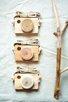 Wooden camera toy for boys and girls :) Wood Crafts, Diy Crafts, Scrap Wood Projects, Toy Rooms, Easy Christmas Crafts, Cute Toys, Montessori Toys, Wood Toys, Diy Toys