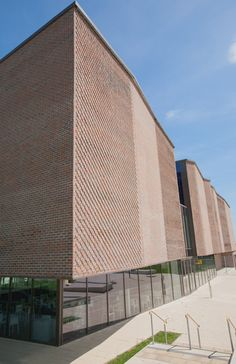 Shortlisted for the Brick Awards 2013, Innovative Use of Brick and Clay Products. Drapers Academy shows a wealth of brick detailing. Designed by Feilden Clegg Bradley Studios, using Freshfield Lane – First Quality Multi Facing Brick. We look forward to hearing the result in November 2013