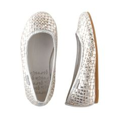 Pick up these ballet flats in sparkly silver as the perfect complement to your dressier spring occasions. Or just wear them with shorts or playdresses to add that special something to every day.  Garvalin's Biomecanics technology is the interaction of the on/off points located on the sole and the inner sole that generates energy waves that massage the foot, providing the balance needed for correct development.