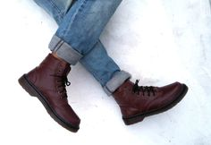 These handmade Rangkayo boots are made of maroon leather. Perfect for Winter time!