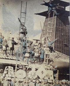 Japanese firefighters doing acrobatic show. Japanese Culture, Japanese Art, Vintage Photographs, Vintage Photos, Retro Pictures, Meiji Era, Japan Photo, The Old Days, Old Photos