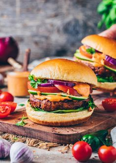 The best meat alternatives and vegan recipes which taste better than the real deal - This guide to vegan meats and meat substitutes may help you go vegan! Vegan Burger Recipe Easy, Homemade Vegan Burgers, Burger Recipes, Vegan Foods, Vegan Recipes, Copycat Recipes, Vegan Mushroom Stroganoff, Food Trends, Going Vegan