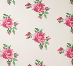 Layla. Decora tus paredes con este original diseño de punto de cruz con motivos florales sobre superficie lisa. #decoration #papelpintado