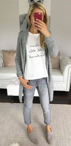 There is nothing better than a comfortable and stylish outfit, right? To get the best of both worlds, we have 47 totally casual outfit ideas to try this season. Cochella Outfits, Cozy Fall Outfits, Casual Outfits, Casual Clothes, Mode Outfits, Jean Outfits, Mode Style, Style Me, Vetement Hippie Chic