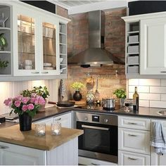 Top 46 small kitchen ideas on a budget 45 - # Küche . Top 46 small kitchen ideas on a budget 45 – …, Home Decor Kitchen, Diy Kitchen, Home Kitchens, Kitchen Cabinets, Kitchen Countertops, Soapstone Kitchen, Apartment Kitchen, Kitchen Appliances, Dream Kitchens