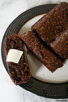 We all know that banana bread is better with chocolate chips, right? Why not make it even better by making the whole bread chocolate? This delicious Chocolate Oat Banana Bread is also gluten free a…