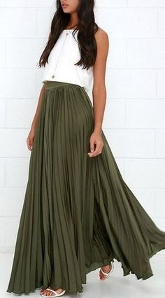 Elegant woman in olive green maxi skirt and white top combination. Olive green skirt and white crop top. Fashion Mode, Modest Fashion, Look Fashion, Apostolic Fashion, Modest Clothing, Runway Fashion, Maxi Skirt Outfits, Dress Skirt, Pleated Maxi Skirts