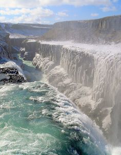 Waterfall Gullfoss, Iceland .. as much as I dislike the cold, I'm truly fascinated by Iceland n it's a definite destination ... find it intriguin' n weirdly enchantin' ... n freezin' !!! :) Water Features, Gullfoss Waterfall, Natural Waterfalls, Niagara Falls, Iceland, Scenery, Beautiful Places, Landscape, Nature