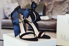 {décor inspiration   noir et blanc & happy march} by {this is glamorous}, via Flickr