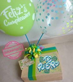 Hermosos detalles 💜 @dulceamor17 Hermosos y deliciosos desayunos, meriendas y anche... | Yooying Weird Gifts, Chocolate Bouquet, Baby Decor, Craft Gifts, Valentine Gifts, Diy And Crafts, Birthday Cards, Balloons, Birthdays