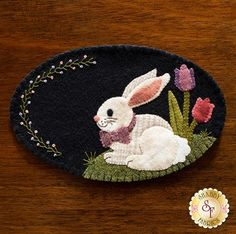 Quilt Inspiration: Free Pattern Day: Easter and Spring Quilts ! Penny Rug Patterns, Wool Applique Patterns, Felt Applique, Felted Wool Crafts, Felt Crafts, Wool Quilts, Wool Applique Quilts, Manualidades Halloween, Crazy Quilt Stitches