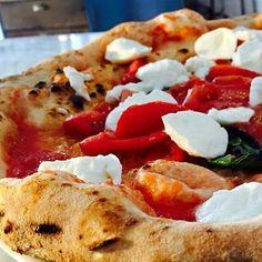 Così i grandi #pizzaioli italiani stanno trasformando #Milano. Leggete su www.gamberorosso.it cosa sta successo a proposito di #pizza nel capoluogo lombardo #pizzerie #food #pizzamargherita #pomodoro #pomodoroemozzarella #mozzarella #basilico #yummy #foodie #instagood  #instafood