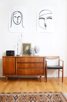 Midcentury Modern Decor & Style Ideas: Tips for Interior Design. Midcentury design is one trend that shows no sign of going away. Learn about midcentury modern decor and discover the best ways to incorporate the style Home Interior, Decor Interior Design, Interior Livingroom, Interior Paint, Luxury Interior, Interior Styling, Design Apartment, Apartment Therapy, Apartment 9