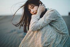 Portrait — SamAlive People Photography, Film Photography, Amazing Photography, Pose Portrait, Female Portrait, Poses Photo, Japanese Photography, Silhouette Photography, Poster Art