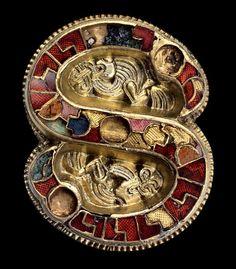 Fibula longobarda, VII secolo, oro, argento, pietre dure, Museo Archeologico Nazionale, Cividale del Friuli