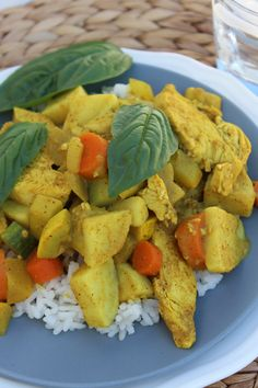 Yellow Coconut Chicken Curry - I might have to try this! Coconut Curry Chicken, Chicken Curry, Healthy Snacks For Diabetics, Healthy Dinner Recipes, Healthy Brain, Healthy Eating, Curry Recipes, Food Videos, Favorite Recipes