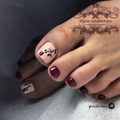 La imagen puede contener: una o varias personas y primer plano Pretty Toe Nails, Cute Toe Nails, My Nails, Toe Nail Color, Toe Nail Art, Nail Colors, Pedicure Nail Art, Pedicure Designs, Red Pedicure