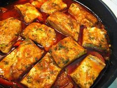 מתכון דג נסיכת הנילוס ברוטב, נתחי דג נסיכת הנילוס עם ירקות ותבלינים - אחת המנות הראשונות הכי טעימות לארוחת הקידוש והכי כיף לאכול עם חלה טרייה