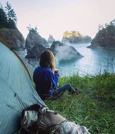 Who else wishes their view for Monday morning coffee looked like this?! /jess/.wandering @everchanginghorizon #wildernessbabes
