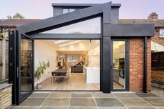 We have rounded up some of our very favourite architectural glazing ideas for rear extensions House Extension Plans, House Extension Design, Glass Extension, Roof Extension, Extension Ideas, House Design, Extension Google, Cottage Extension, House Roof