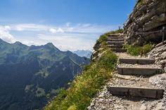 Höhenwege in der Schweiz: unsere Favoriten - als nuff! Hiking Trails, Trekking, Switzerland, Mount Everest, Travel Tips, Road Trip, Camping, Snow, Adventure