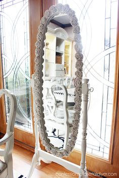 Hometalk :: Rosette Framed Mirror - Great Idea for that Oval standing Mirror. Love it Asia & Alexis Stand Up Mirror, Oval Mirror, Diy Mirror, Mirror Ideas, Home Decor Mirrors, Diy Home Decor, Niche Decor, Wall Decor, Wall Art