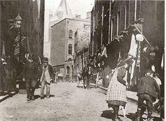, The Liberties, Dublin c 1910 Ireland Pictures, Images Of Ireland, Old Pictures, Old Photos, Vintage Photos, Dublin Street, Dublin City, Irish Independence, Ivy Rose
