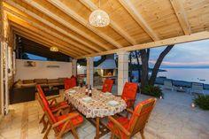 Casa con 2 stanza da letto in Supetar a partire da  € a settimana. Con Balcone o terrazza e Giardino privato.