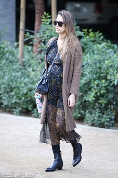 Pregnant Jessica Alba displays her growing tummy in dress | Daily Mail Online