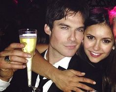 Ian Somerhalder and Nina Dobrev play Damon Salvatore and Elena Gilbert in The Vampire Diaries Damon Salvatore, Ian Somerhalder, Nina Dobrev, Serie The Vampire Diaries, Vampire Diaries The Originals, Beaux Couples, Cute Couples, Perfect People, Pretty People