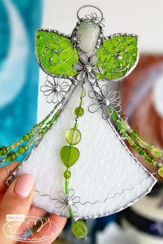 Vitrážoví andílci Christmas Bulbs, Drop Earrings, Holiday Decor, Jewelry, Jewlery, Christmas Light Bulbs, Jewerly, Schmuck, Drop Earring
