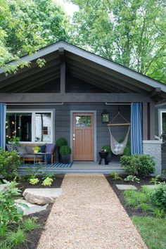 15 Exterior Home Design Ideas Inspire You With Spectacular Tips Here! Ranch house exterior and interior design Farmhouse Front Porches, Rustic Farmhouse, Farmhouse Ideas, Farmhouse Style, Craftsman Door, Craftsman Exterior, Ranch Exterior, Craftsman Bungalows, Craftsman Style
