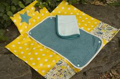 How to Sew Your Own Baby Changing Mat – Craft projects for every fan! Sewing Projects For Kids, Sewing For Kids, Baby Sewing, Craft Projects, Couture Bb, Couture Sewing, Diper Bags, Baby Shower Deco, Baby Changing Mat