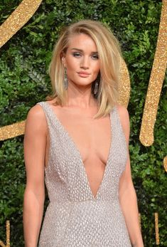 Rosie Huntington-Whiteley Photos - Rosie Huntington Whiteley attends the British Fashion Awards 2015 at London Coliseum on November 23, 2015 in London, England. - British Fashion Awards 2015 - Red Carpet Arrivals