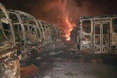 <p>Un total de 51 autobuses Yutong de la empresa de Transporte Público del estado Bolívar (Transbolívar) resultaron destruidos totalmente en la madrugada de este lunes tras ser incendiados en el Centro de Operaciones y Mantenimiento de esta empresa en Ciudad Guayana.</p>